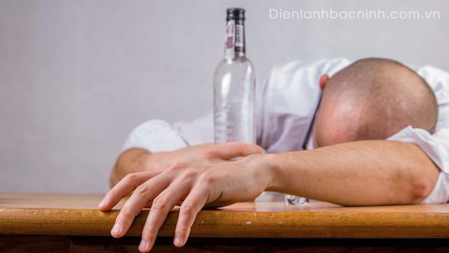 không dùng điều hòa khi say bia rượu
