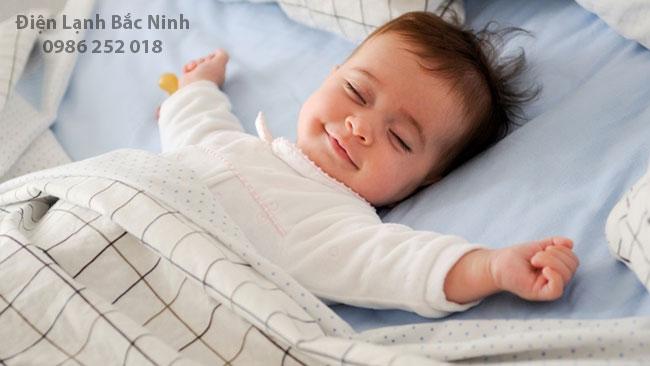 sử dụng quạt điều hòa giúp con ngủ ngon